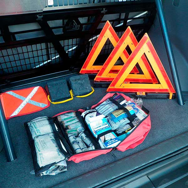 Автомобильная аптечка в багажнике
