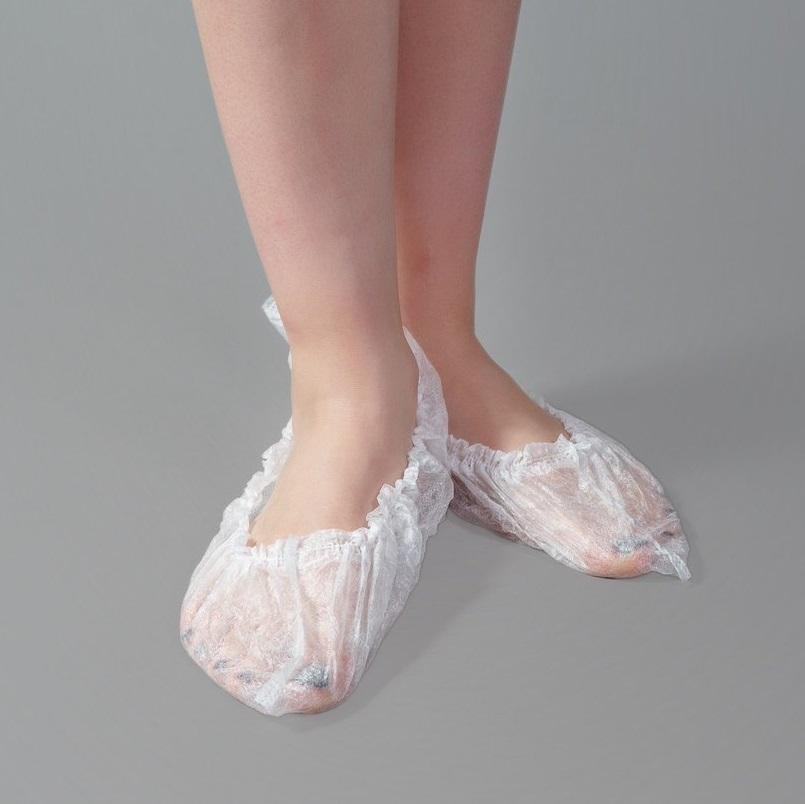 Носки бахилы одноразовые из спанбонда белые на ногу