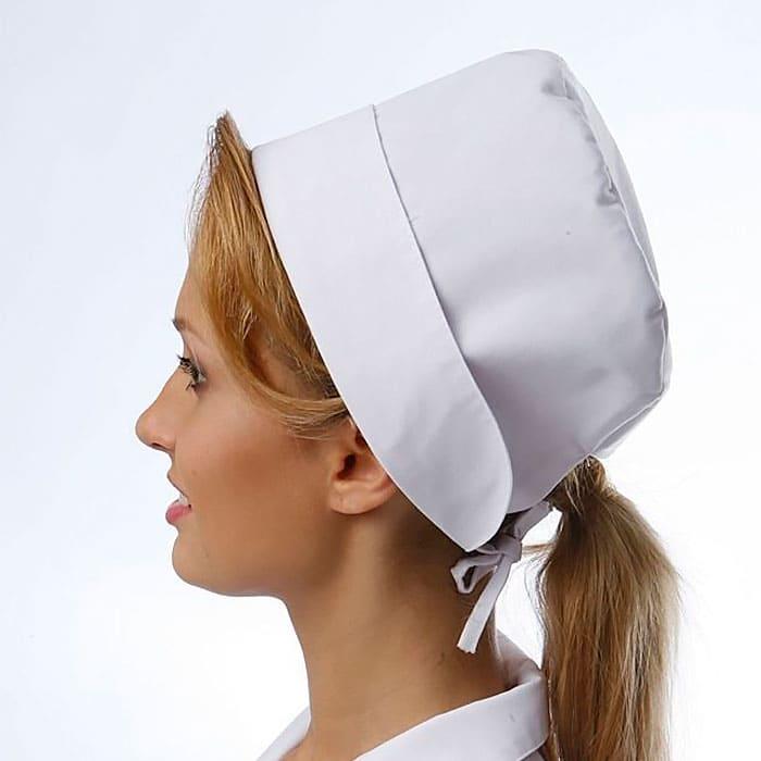 Колпак медицинский демонстрирует женщина со светлыми волосами, голова повернута в полоборота.
