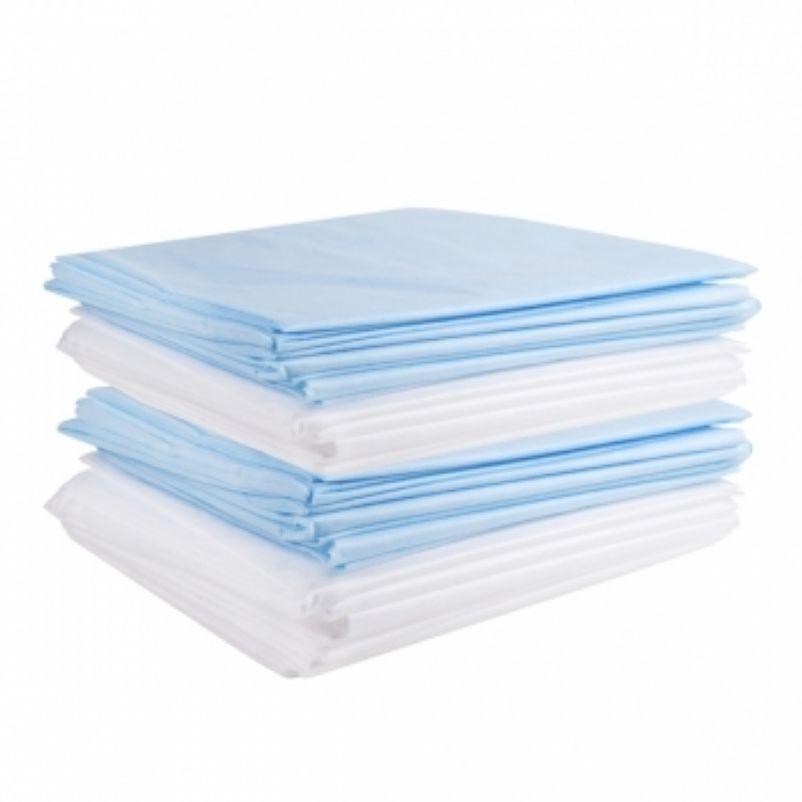 Медицинские пододеяльники сложенные в стопку через один белого и синего цвета.
